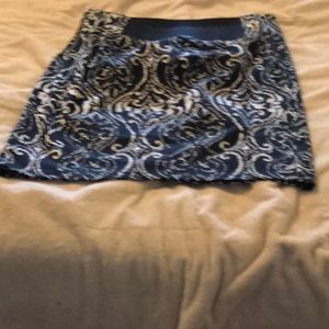 Black/white knee length skirt/elegant pattern.